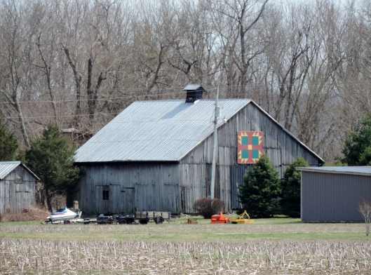 In this barn quilt it is easy to see the bear claw motif.