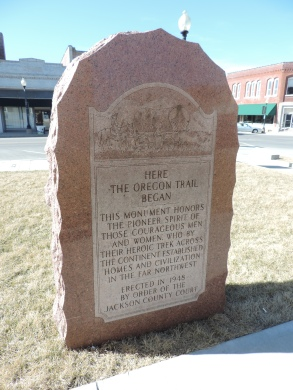 This is a monument on the courthouse grounds that commemorate the many people who left Independence, MO on their arduous trip west to Oregon and to California.